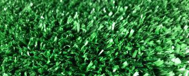 Изображение декоративного травяного покрытия в зеленом цвете с длиной ворса 10 мм