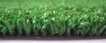 Изображение газонного синтетического покрытия зеленого цвета для гольфа с ворсом 10 мм
